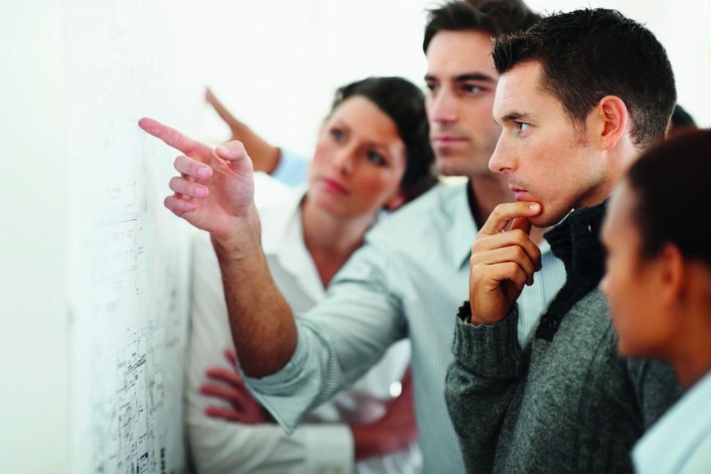 besprechnung-team-teamentwicklung-teambuilding-iak-institut-fuer-angewandte-kreativitaet